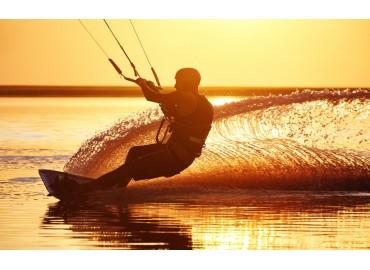 Abbigliamento kitesurf: Come scegliere la muta da kitesurf?
