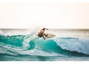 Iniziare a fare surf: cosa serve? Attrezzature e accessori